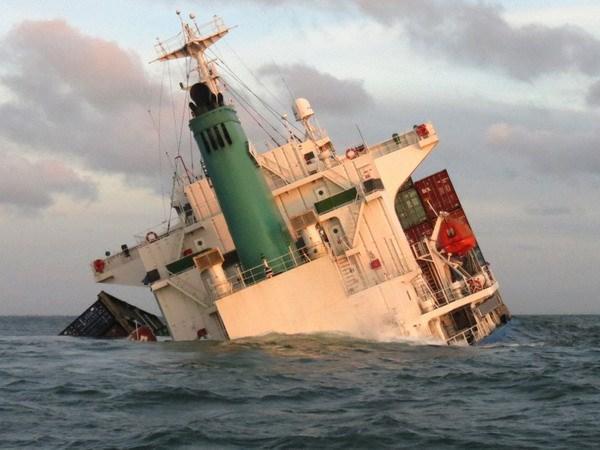 Tàu chìm, hai anh em mất tích ba ngày