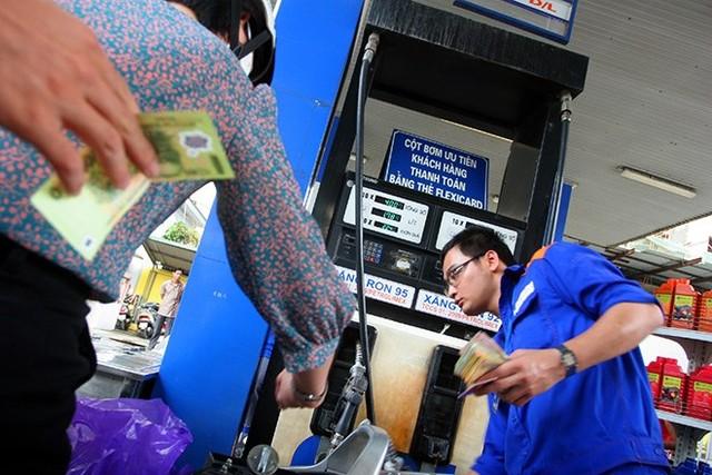 """Giá xăng giảm, Bộ GTVT """"lệnh"""" giảm giá cước vận tải"""